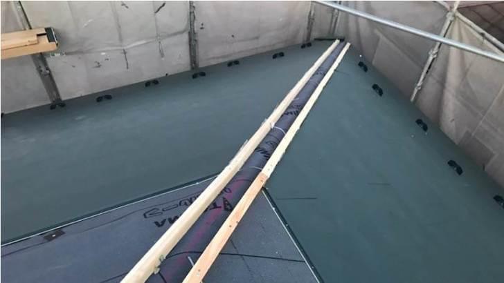 千葉市の屋根リフォームのガルバリウム鋼板の取り付け