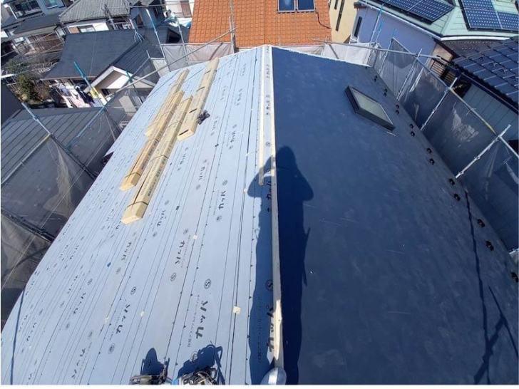 松戸市の屋根リフォームの防水シートの設置