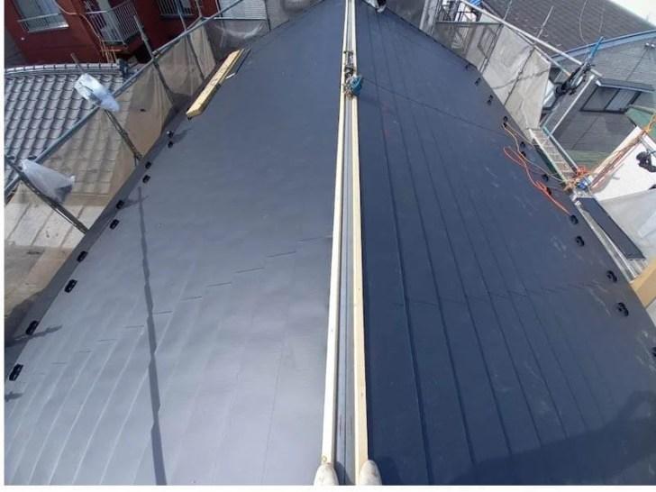 豊島区の屋根葺き替え工事の屋根材の施工