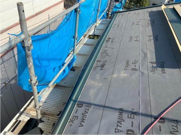 足立区の屋根葺き替え工事の役物の設置