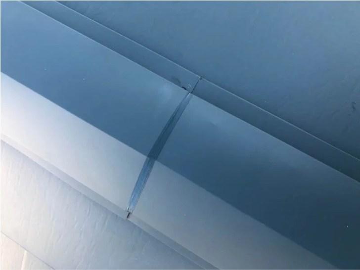 足立区の屋根葺き替え工事の棟板金の設置