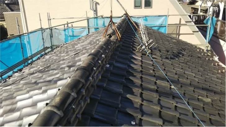 足立区の屋根葺き替え工事の施工前の様子
