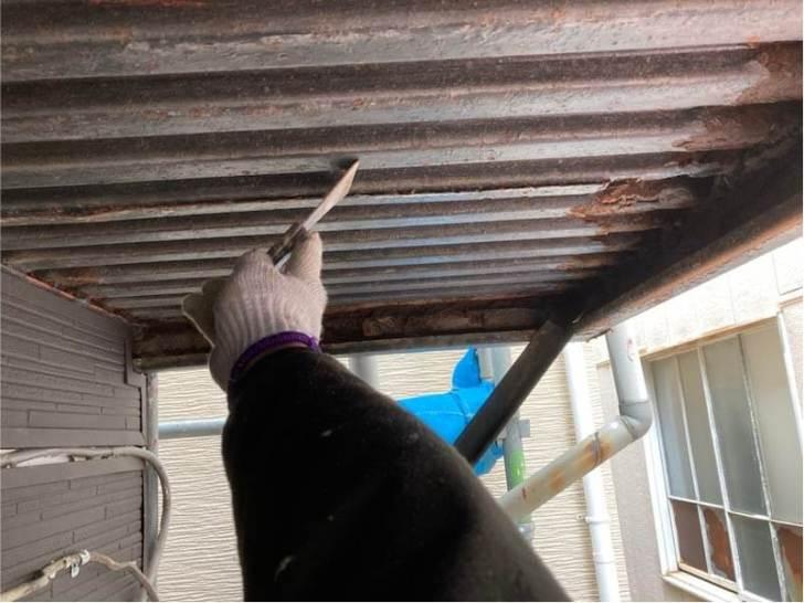 足立区の屋上防水工事の階段の塗装