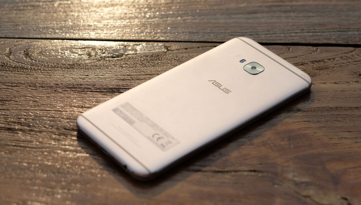 Dengan Harga Rp4999000 Asus ZenFone 4 Selfie Pro Belum Menawarkan Daya Tahan Baterai Yang Di Atas Rata Berbekal 3000 MAh Sejauh Pengujian