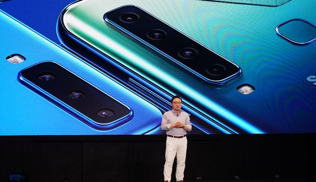 samsung-perkenalkan-galaxy-a9-smartphone-pertama-dengan-4-kamera-di-belakang