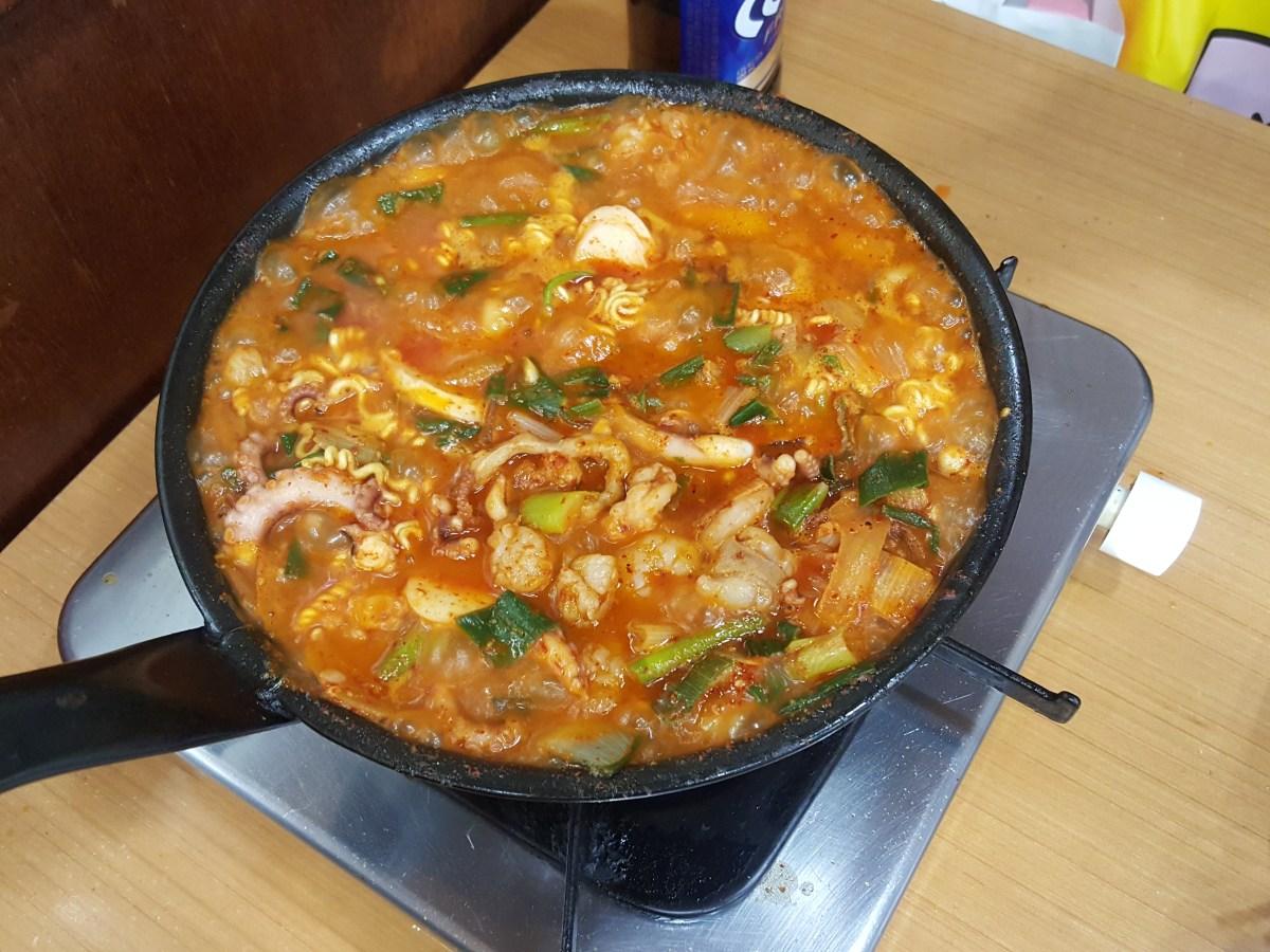 釜山で必ず食べたい名物!「ケミチプ(개미집)」のナクチポックン!