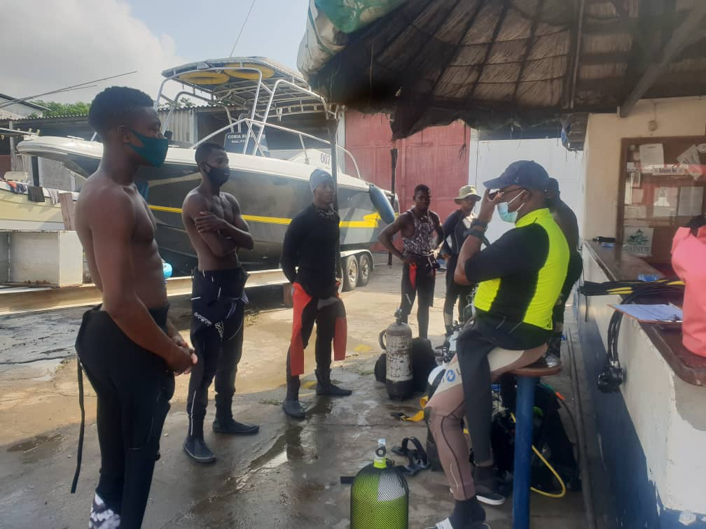 Formation des jeunes à la plongée sous-marine au Togo