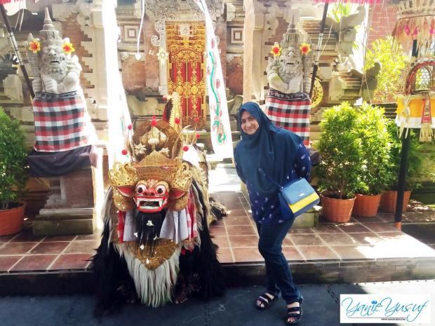Tari Barong Dan Keris Di Bali Indonesia