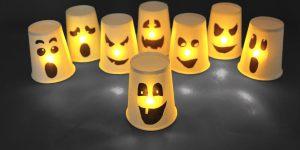 Gobelets découpés en fantômes d'Halloween