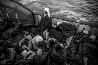 En fonction de la destination du debarquement, les refugies peuvent passer entre 24 heures et 60 heures a bord.