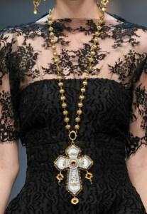 колье и ожерелья для драматического стиля