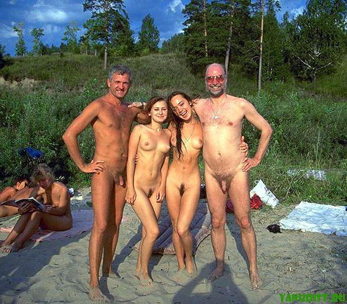Семия нудистов фото
