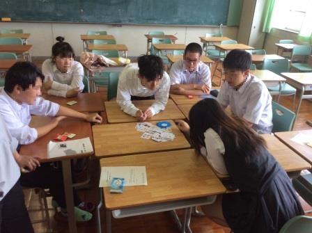 放課後に集まって、英語の学習をする参加生徒の皆さん