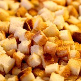 Колбасный сыр при гв. Можно ли кормящей маме есть сыр