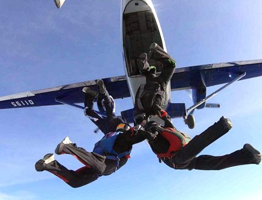 Самостоятельный прыжок с парашютом с высоты 4000 метров!
