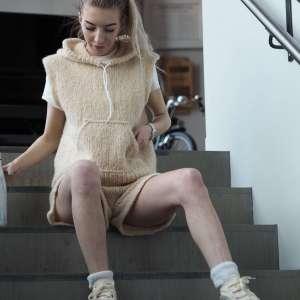 Enkeltoppskrifter - P4136504-Weekday-sleveless-hoodie-shorts