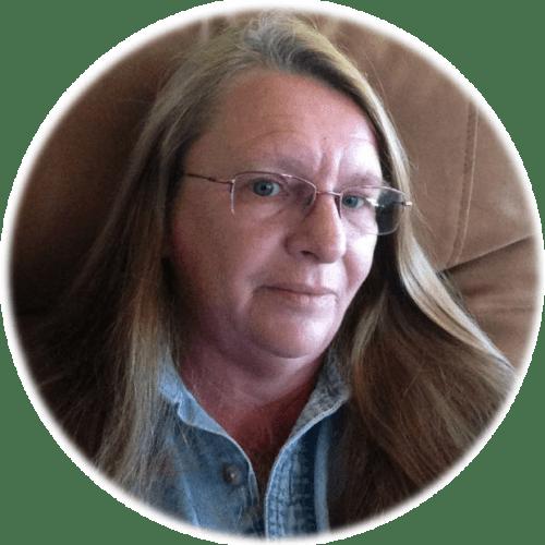 Hi I'm Nancy Smyth aka the Yarny Bookkeeper. I'm a career bookkeeper and handmade business owner just like you.