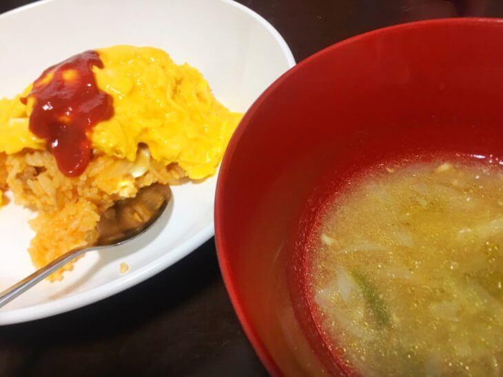 葉つき玉ねぎのスープと富士山麓たまごのオムライス