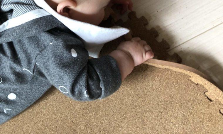 赤ちゃんがコルクマットをかじる前やかじる場合の4つの対策