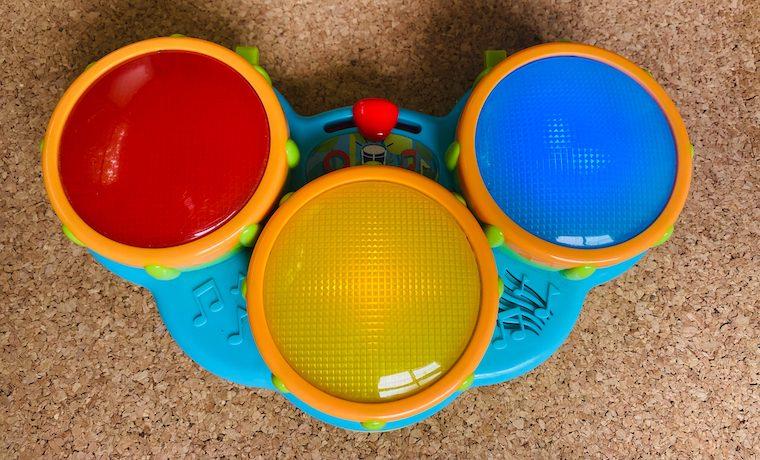 赤ちゃんがコルクマットを食べる場合におすすめのおもちゃ、ドラム。