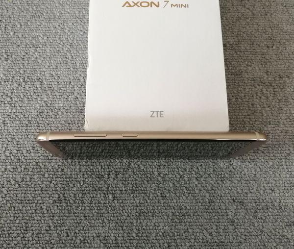 AXON 7 miniの右側面