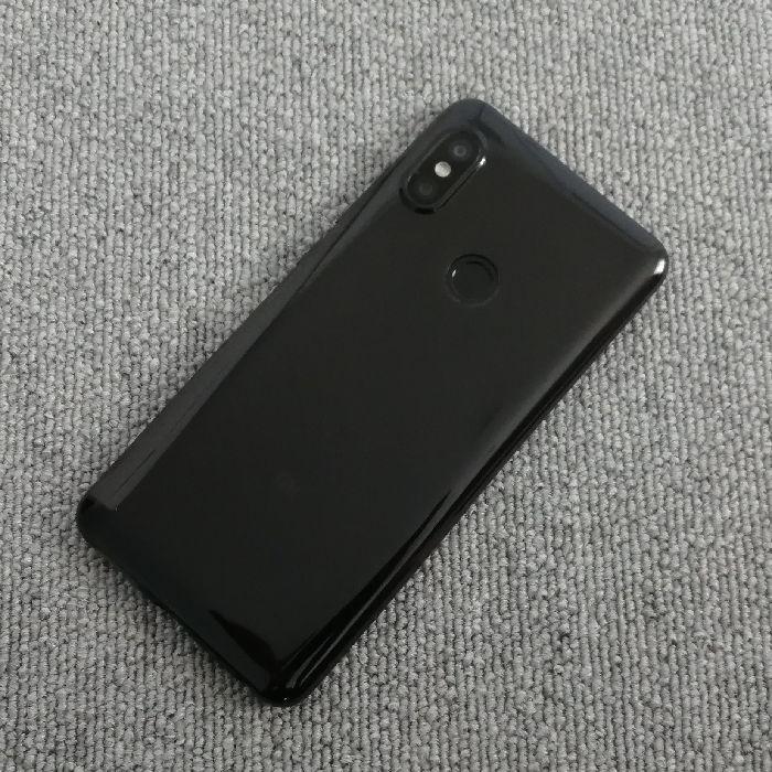 Xiaomi Redmi Note 5に保護ケースを装着