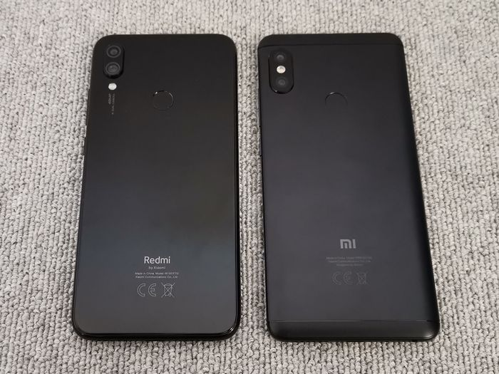 「Redmi Note 5」と背面デザインを比較
