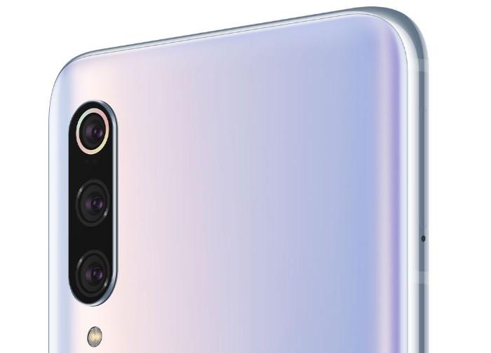 「Xiaomi Mi 9 Pro 5G」のトリプルカメラ
