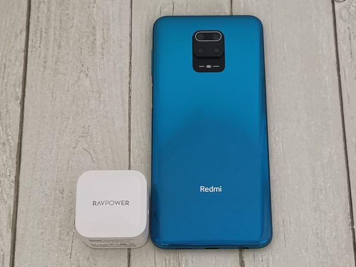 RAVPowerの急速充電器「RP-PC120」で充電