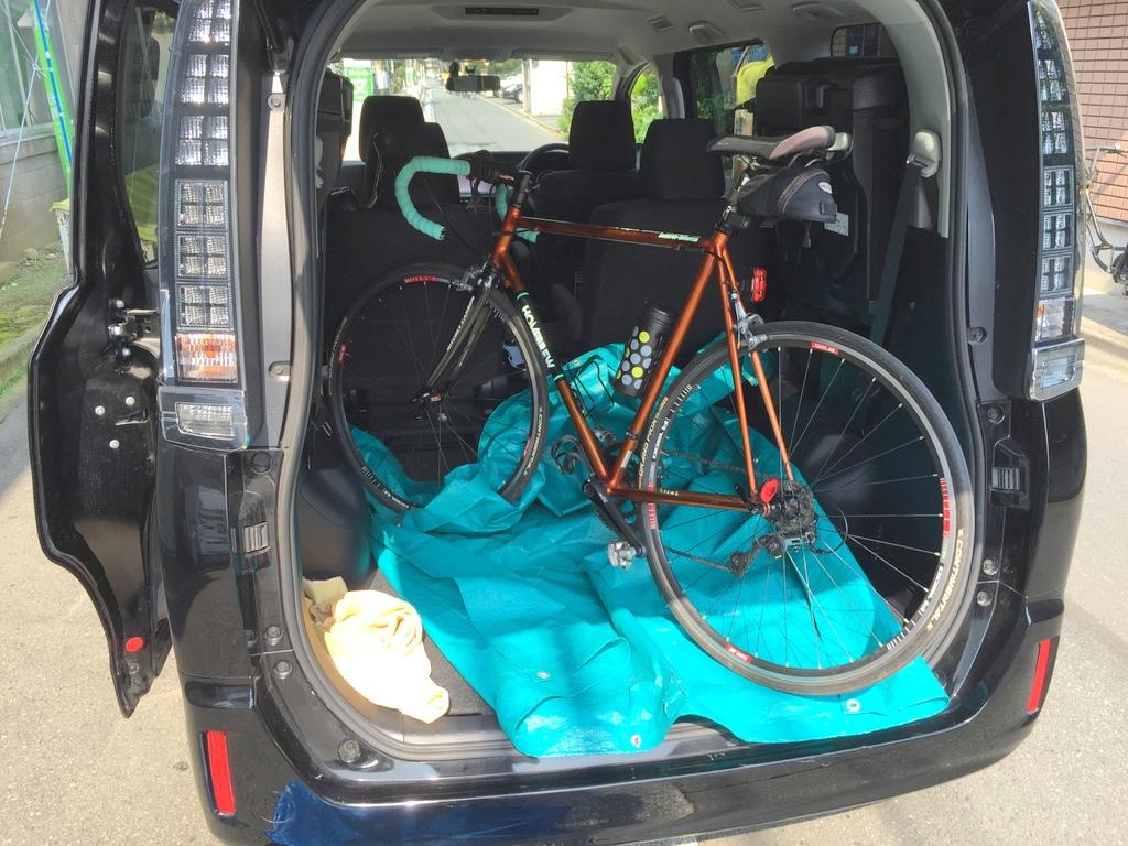 ヴォクシーにロードバイク4台。トヨタのミニバンへ自転車積み込み選手権