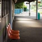 駅のベンチ