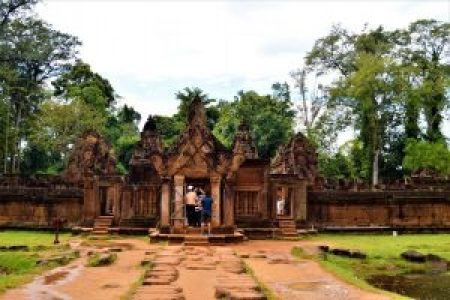 Gopura on the east side of the middle enclosure of the Banteay Srei temple