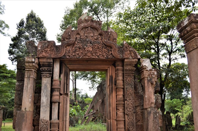 Gopura on the west side of the outer enclosure of the Banteay Srei temple.