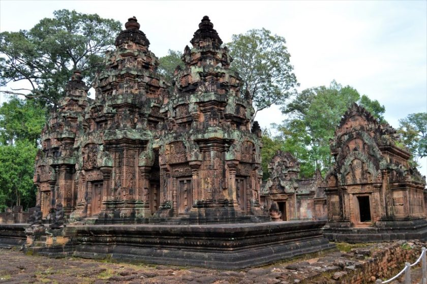 Structures on the inner enclosure as seen from the northwest side of the Banteay Srei Temple