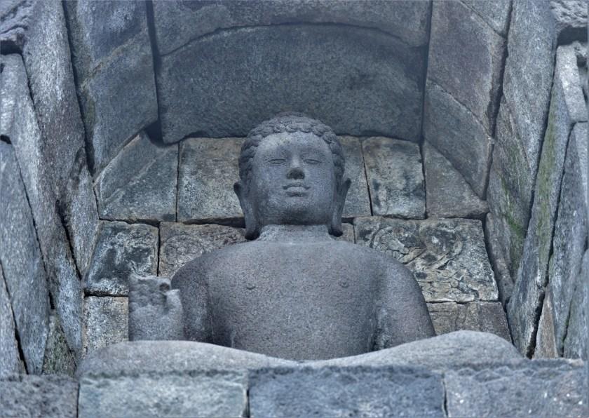 Borobudur - borobudur_buddha_niche2_en