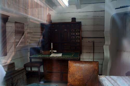 Музей Скансен, взгляд через окно