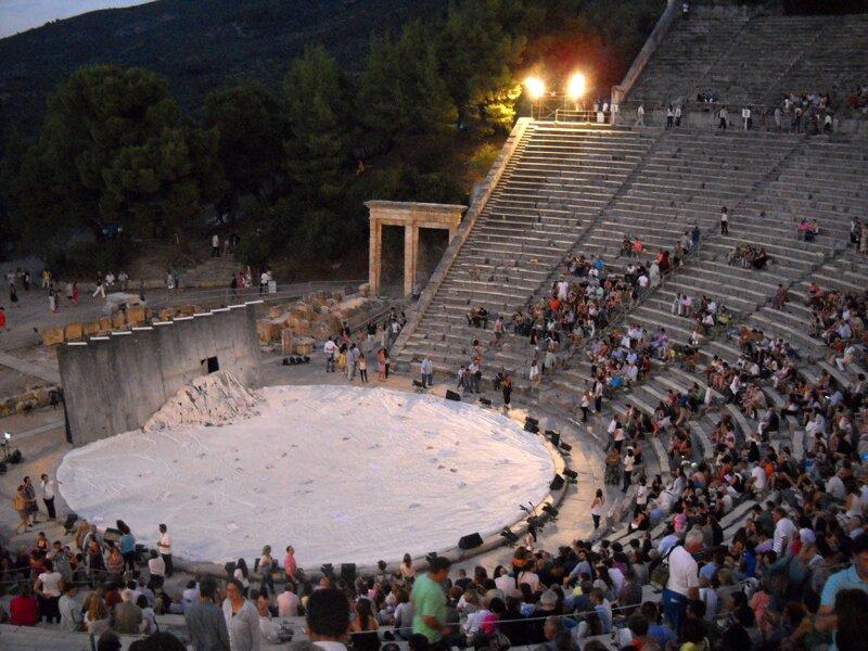 В античном театре Эпидавра перед спектаклем