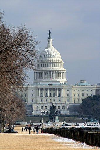 Вид на Капитолий от музея истории США