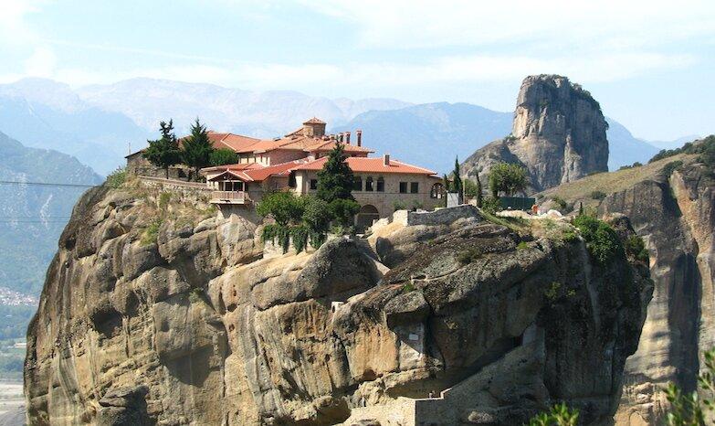 Монастырский комплекс Метеоры в горах, Греция