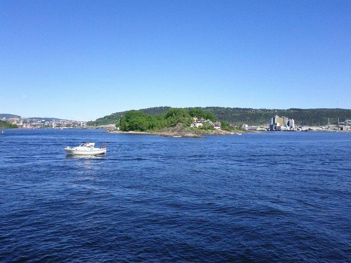 вид на Осло с катера