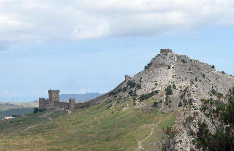 Генуэзская крепость и Девичья башня в Судаке