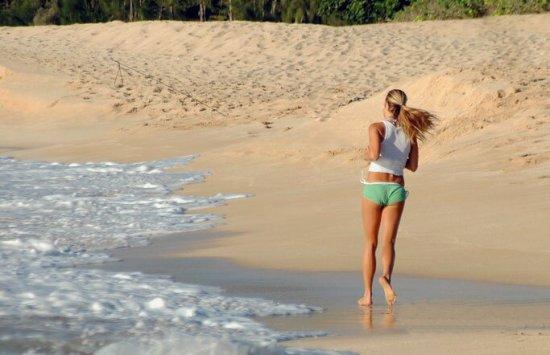 Бег на пляже - лучший спорт