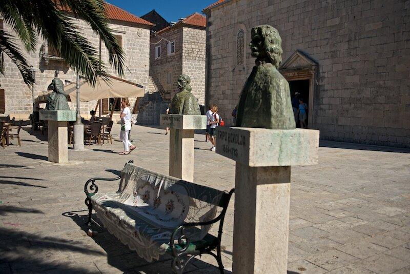 Старинная площадь Пераста