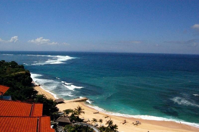 Вид из отеля на Индийский океан.