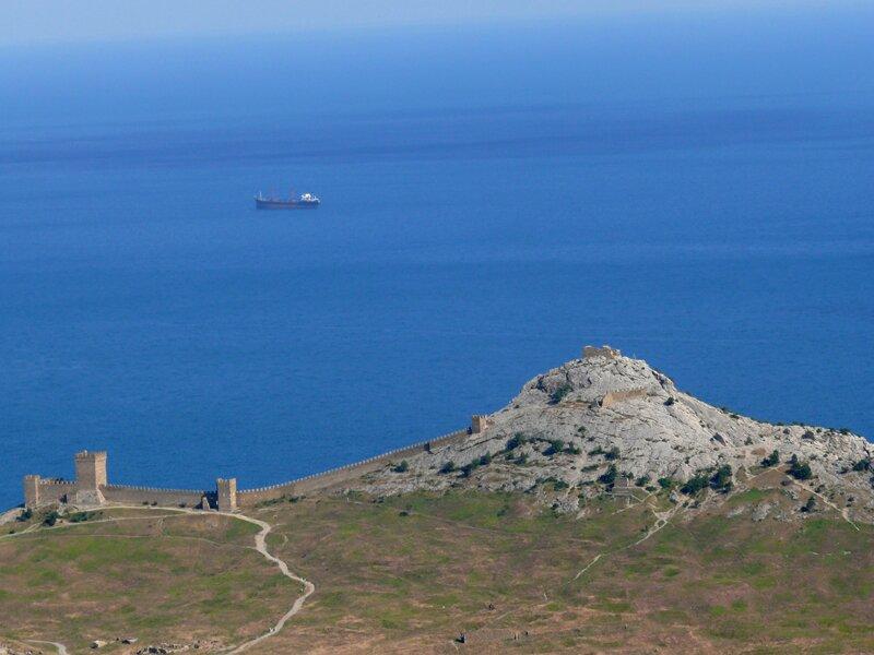 Вид на море и судакскую крепость
