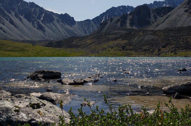 У горного озера, Алтай
