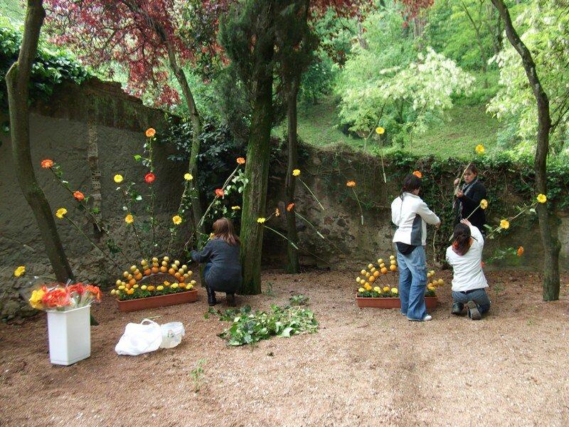 Подготовка к празднику цветов в Жироне