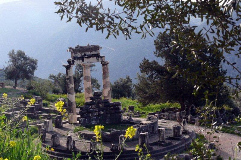 Толос, святилище Афины Пронайи в Дельфах