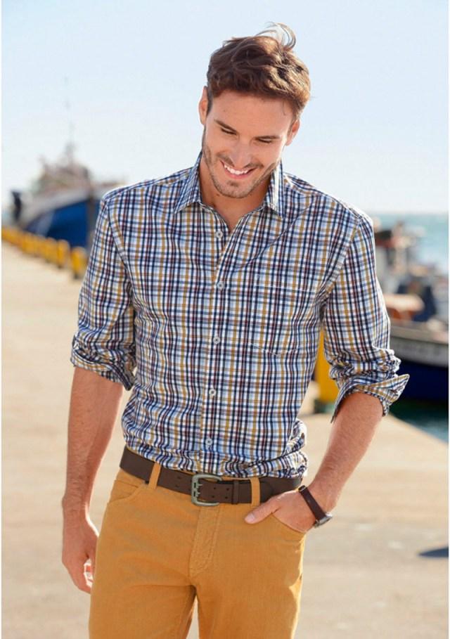 Мужская клетчатая рубашка с джинсами – фото новинка сезона