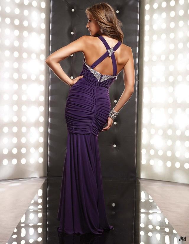 Фиолетовое длинное платье с открытой спиной – фото новинки сезона